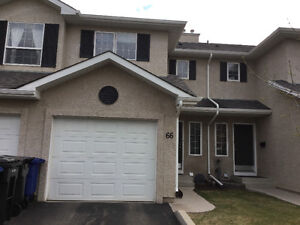 Great family townhouse in Briarwood for rent/July1st