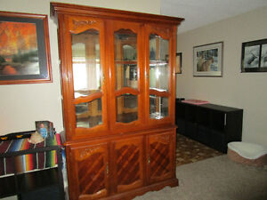BEAUTIFUL SOLID WOOD DISPLAY HUTCH