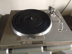 Sony turntable with pitch control