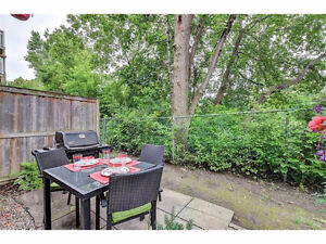 Beautiful 2 Bed , 2 Bath Condo with no rear neighbours!