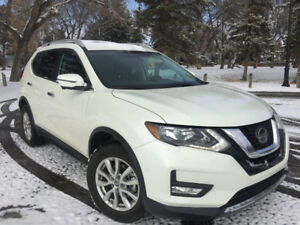 2018 Nissan Rogue SV - Moonroof/ Technology package - $32,500