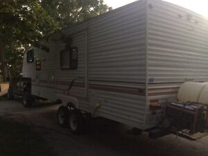 26 1/2 foot 5th wheel trailer with bunks