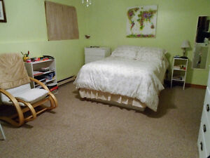 LARGE, PRIVATE & CLEAN BED/SITTING ROOM