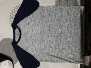 Hollister tshirt size extra small like new condition