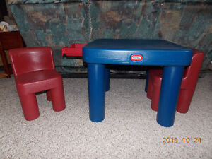 LITTLE TYKES TABLE AND 2 CHAIRS Cambridge Kitchener Area image 1