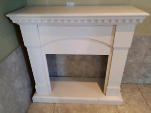 Beautiful Fire Place Mantle painted Wood only $12