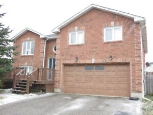 Whole House with 3 bth 3+1 rm in SW Barrie Avail for Rent 1 Feb