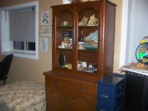 SOLID  MAPLE  WOOD  CHINA  CABINET/PANTRY