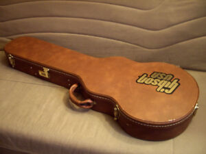 Gibson USA tan with pinkish plush inside LES PAUL Case