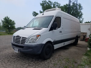 2010 FREIGHTLINER REFRIGERATED VAN