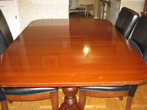 Lovely 1930's Duncan Phyfe style dining table with leaf insert. Kitchener / Waterloo Kitchener Area image 2