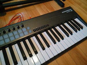 Novation Launchkey 61 w/ Stand (comes in box)