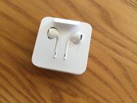iPhone 7 EarPods and Lightening To 3.5mm Headphone Jack Adapter