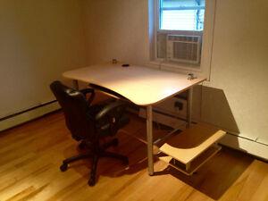 Office desk for sale / Un bureau tres versatile Gatineau Ottawa / Gatineau Area image 4
