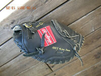 "Rawlings RCM30B Catcher's Mitt 31.5"" Right Handed Thrower"