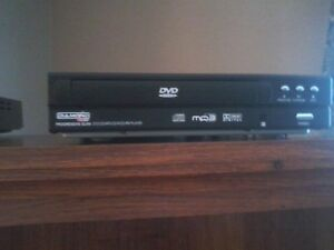 2 DVD Players