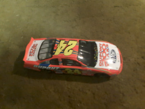 Jeff Gordon 1:24 scale diecast 200 years of DuPont
