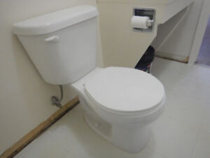 TOILET - LIKE NEW