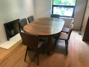 Mission Oak Antique Round Dining Table, extended 3 leaves, $900