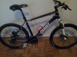 Selling Giant mountain bike blk/wht
