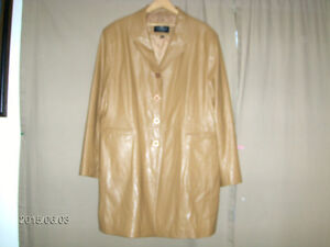 NUAGE COLLECTION-MAN/WOMAN LEATHER COAT-MED/LARGE?-USED