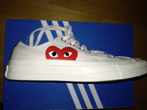 Low top white canvas shoe heart