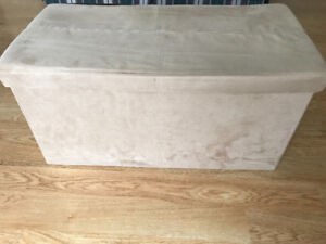 Footstool/storage that collapses flat