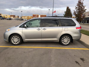 2011 Toyota Sienna Limited AWD - Must be seen!