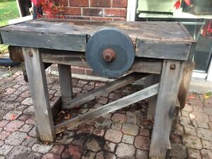 GRINDING STONE table/island