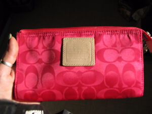 GORGEOUS, BRAND NEW GENUINE COACH WRISTLET WALLET/PURSE ONLY $20