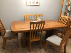 Dinner table set - great giveaway price for quick sale