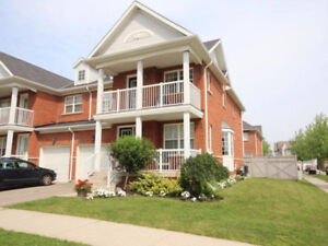 5 BEDROOM HOME FOR RENT IN NIAGARA ON THE GREEN!