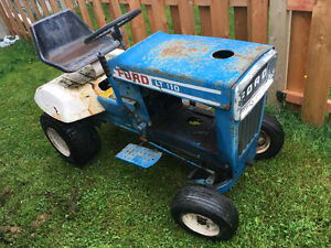 Tracteur Ford lt110