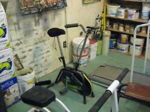 Tapis roulant rameur et bicycle d'exercie