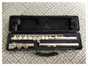 Armstrong Student Model 102 Closed Hole Flute - used