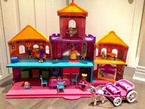 Maison géante en jouet + accessoires
