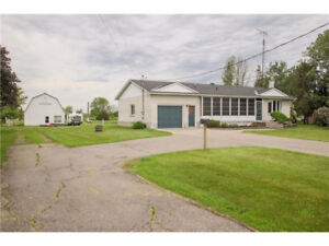2 Acres, 65' x 26' outbuilding, Rural Home 35 Mins from Ottawa