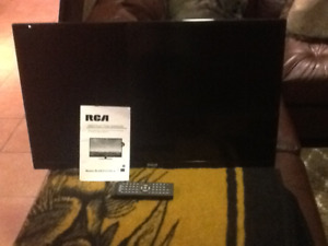 32 inch RCA Flat Screen TV with Built in DVD