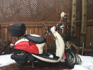 Scooter accidenté à vendre