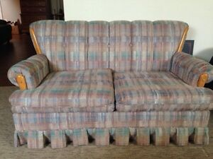 Reasonable Loveseat sofa Oakville / Halton Region Toronto (GTA) image 1