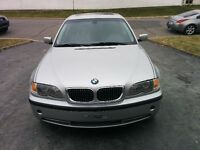 2002 BMW 330xi Berline 5 vitesses (négociable)