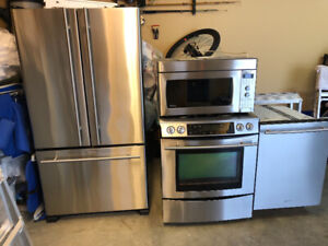 $850 · Jenn air fridge dishwasher and gas stove with Microwave