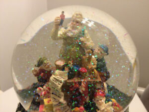 Musical Christmas Waterglobe with Revolving Base