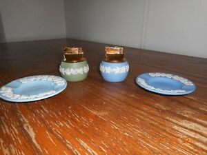 Wedgwood cigarette lighter and ash trays