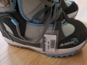 snowboard boots size 7.5 (division 23)