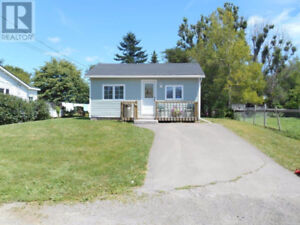 Winterized, furnished, lots of renos done, 5 minutes to beach