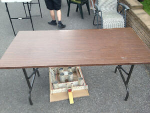 Table brune pattes pliantes brown table folding legs