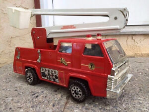1980s Vintage and Rare Large Tonka Pressed Steel Firetruck