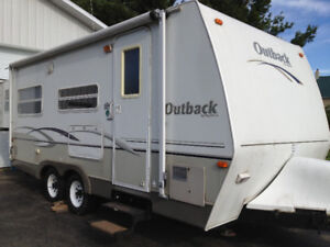 ROULOTTE OUTBACK 21RS 2004 – Excellente condition