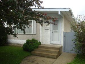 Room near Southgate, LRT - looking for female roommate